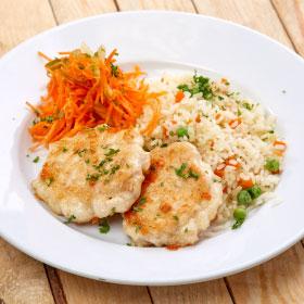 Куриные рубленые котлеты с рисом и овощами