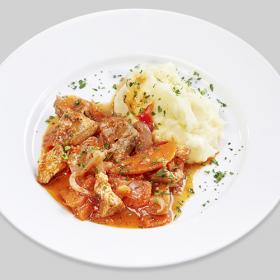 Рагу из свинины с овощами и картофельное пюре