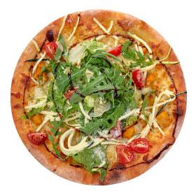 Пицца с курицей и салатом из цукини